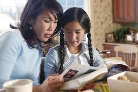 anak dan ibu belajar bahasa inggris